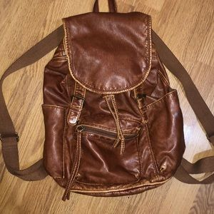 🆕Mossimo Small Camel Backpack